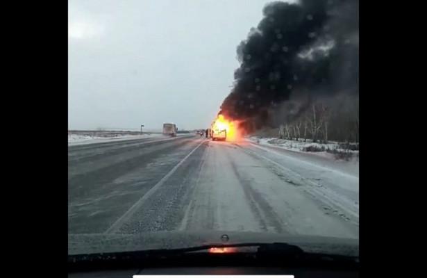 Натрассе Павлодар-Омск полыхала маршрутка