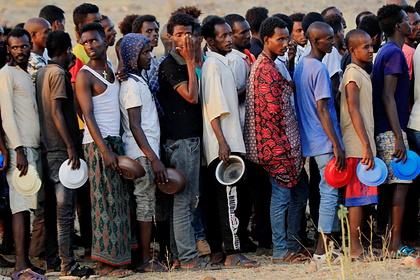Беженцев призвали вернуться вохваченную войной африканскую страну