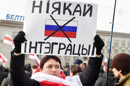 Число сторонников союза Белоруссии сРоссией загодсократилось натреть