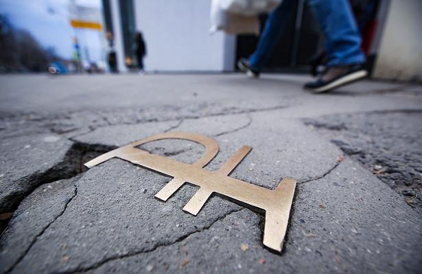 Эксперт допустил укрепление рубля до73задоллар
