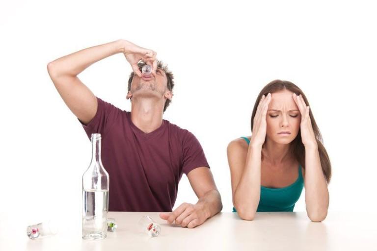 Как бороться с алкоголизмом женщины в домашних условиях