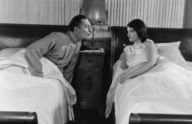 Когда жене полезно спать отдельно отмужа