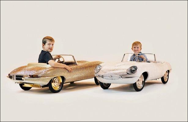 Этидетские копии легендарных моделей продаются поцене настоящих автомобилей