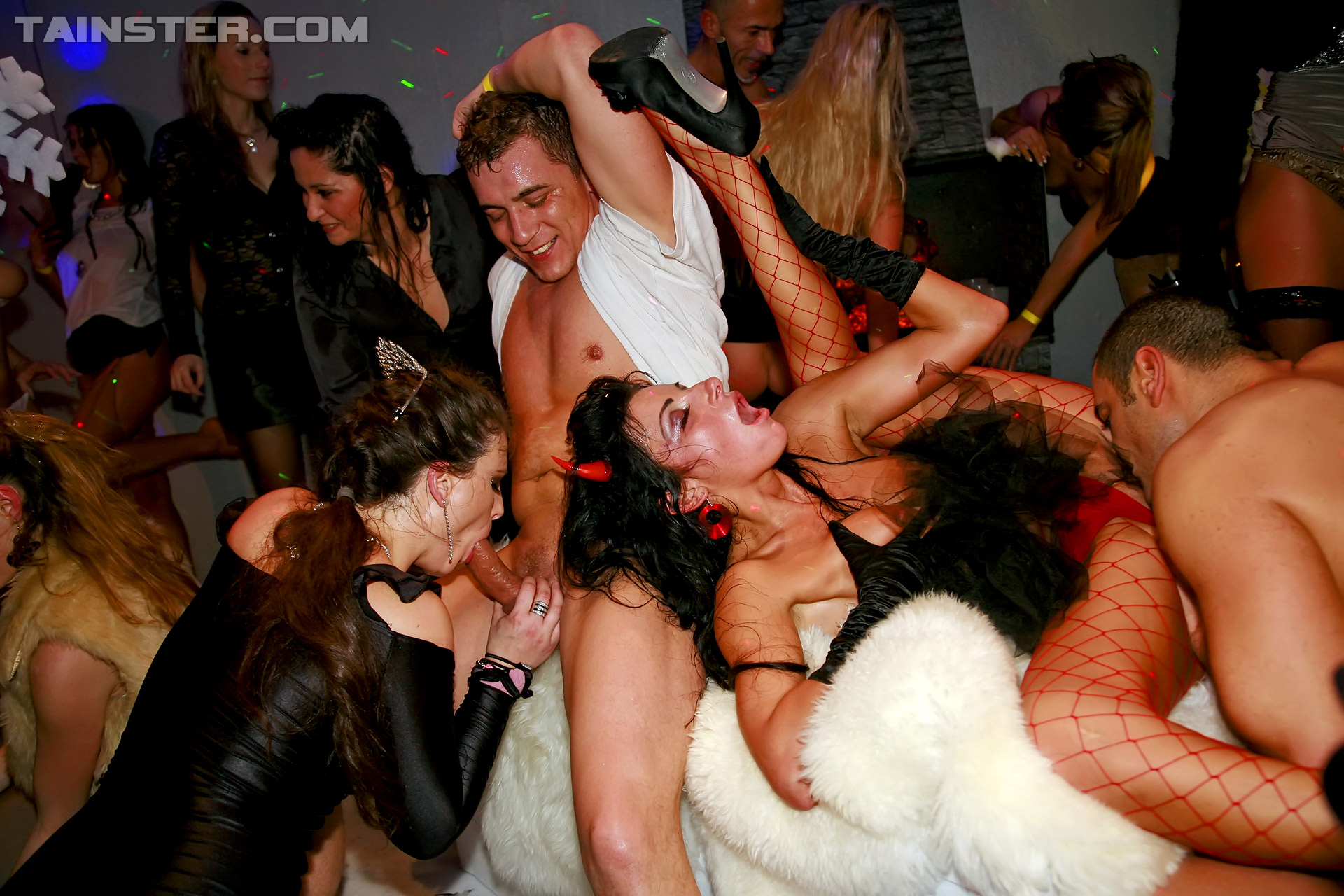 Пьяные оргии hd, Групповуха с пьяной - 91 видео. Смотреть групповуха 22 фотография