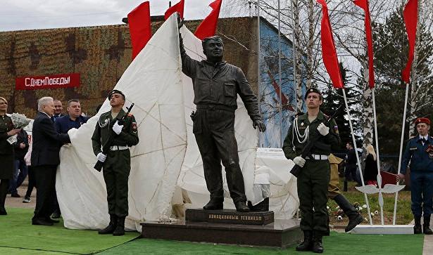 ПодЯрославлем открылся памятник «Макарыч»