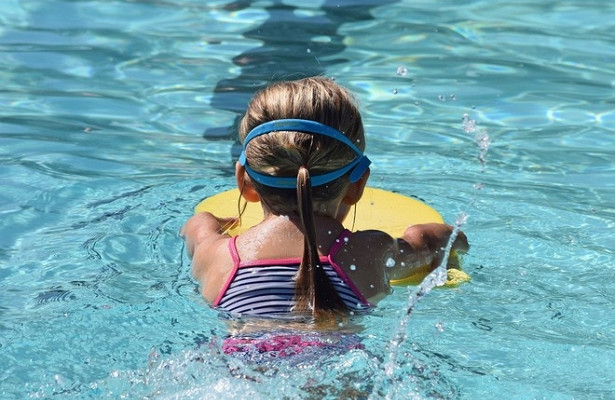 ВСочи девочку заволосы засосало вфильтр бассейна