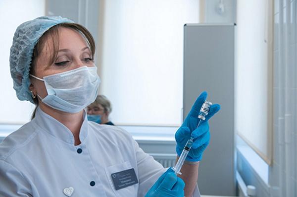 Назван возможный срок начала вакцинации отCOVID-19