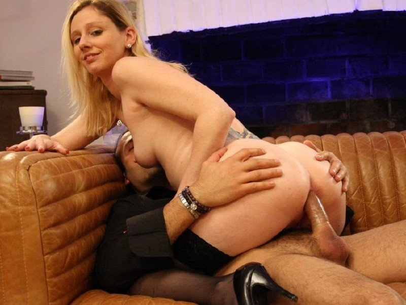 Babe penetration with huge objects