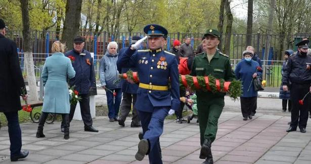 Торжественные возложения цветов прошли вовсех территориях Красногорска