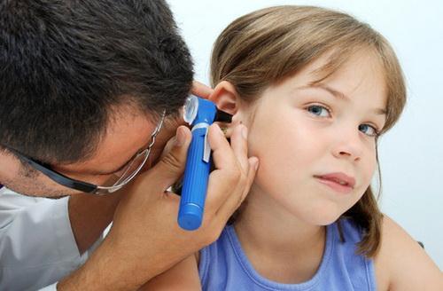 У ребенка болит ухо что делать отзывы