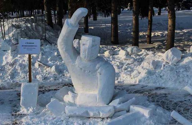 Полиция ненашла вандалов, разгромивших снежные скульптуры вПервомайском сквере