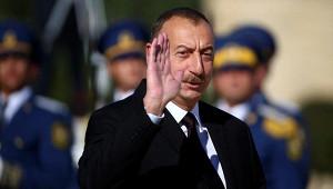 Алиев въехал вКарабах зарулем броневика