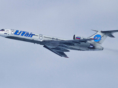 Обшивка взлетающего самолета начала расходиться прямо наглазах упассажиров