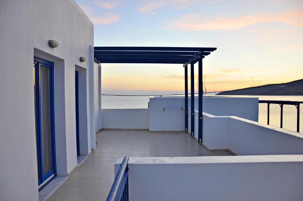 Участок в остров Тилос на берегу моря недорого