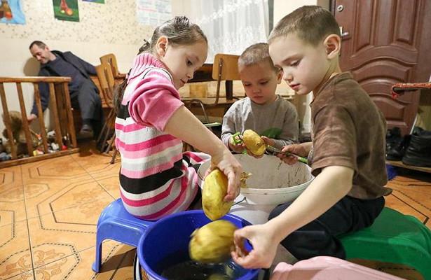 Минтруд предложил вдвое увеличить детские пособия