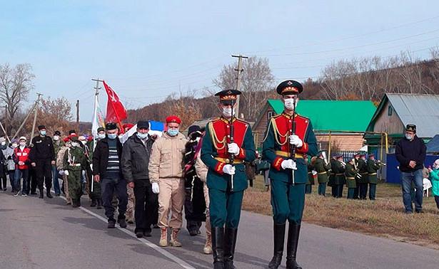 ПодСамарой спочестями перезахоронили останки павшего вВеликую Отечественную пилота «Ил-2»