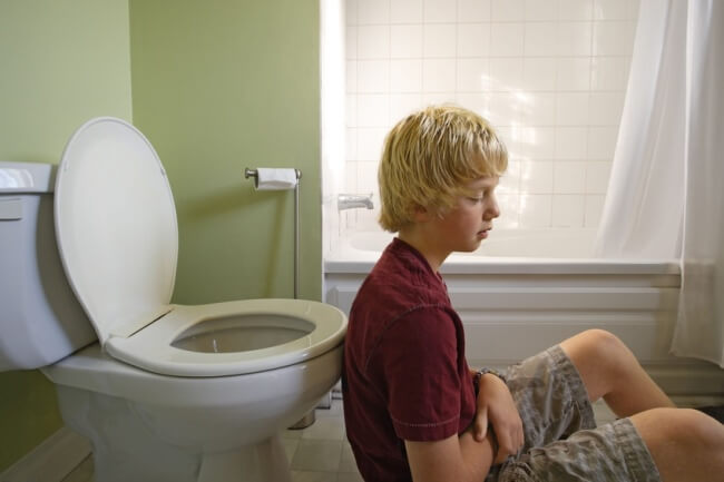 У ребенка понос и болит живот что делать 2 года