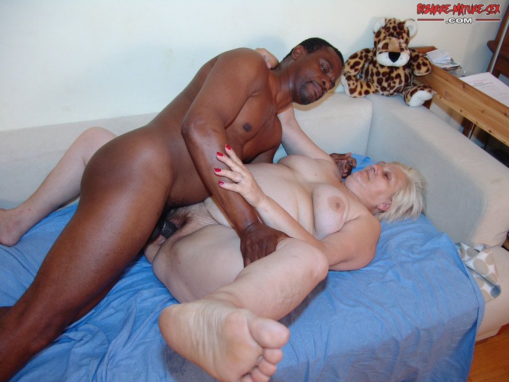 Black fat dude and skinny girl sex — 3