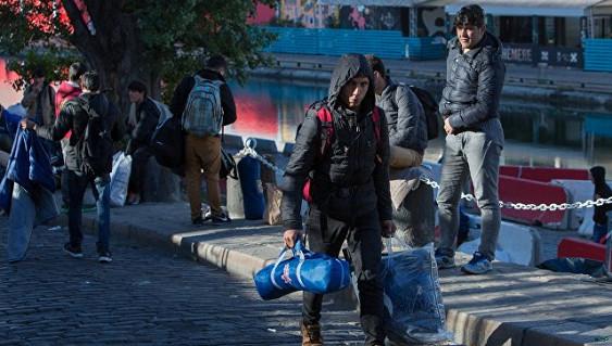 Милиция начала эвакуацию нелегального лагеря для мигрантов встолице франции
