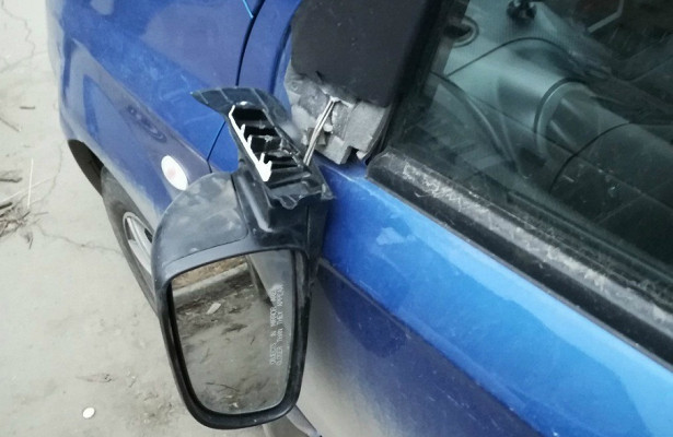 «Оторваны зеркала, разбиты фары»: полиция задержала челябинца замассовый погром машин