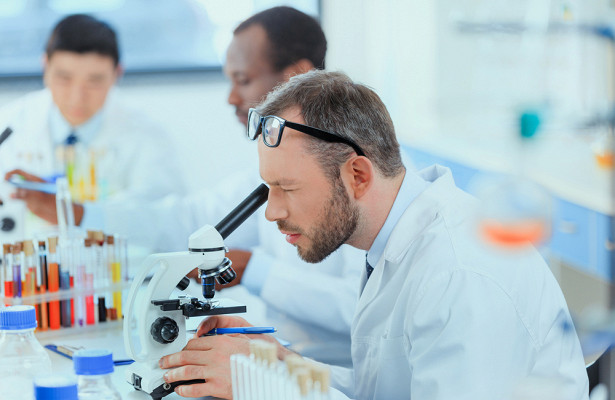 Ученые нашли лекарство, избавляющее отумеренной формы COVID-19