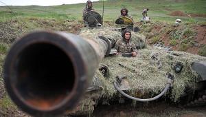Армянское командование теряет контроль надвойсками