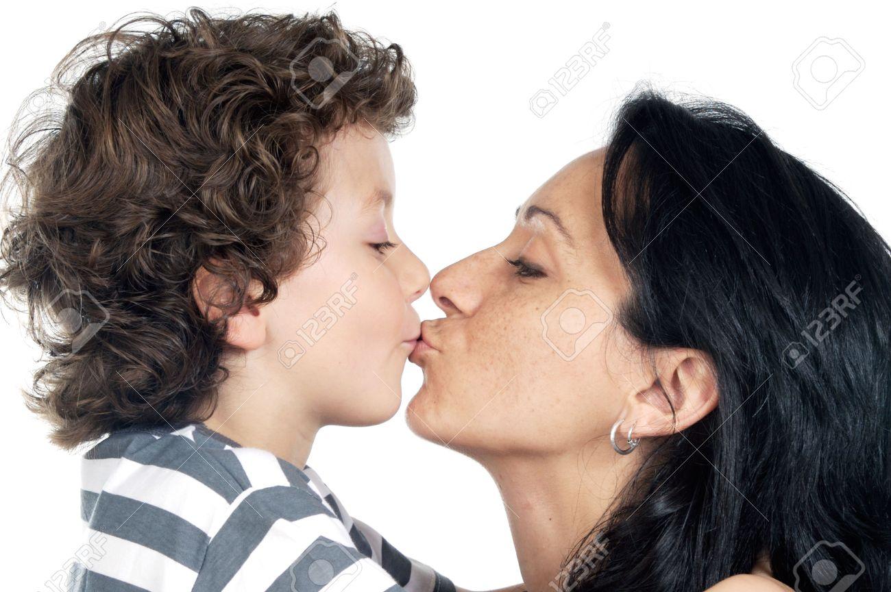 Сын чмокнул свою мать, Сын ебёт маму -видео. Смотреть сын ебёт маму 9 фотография