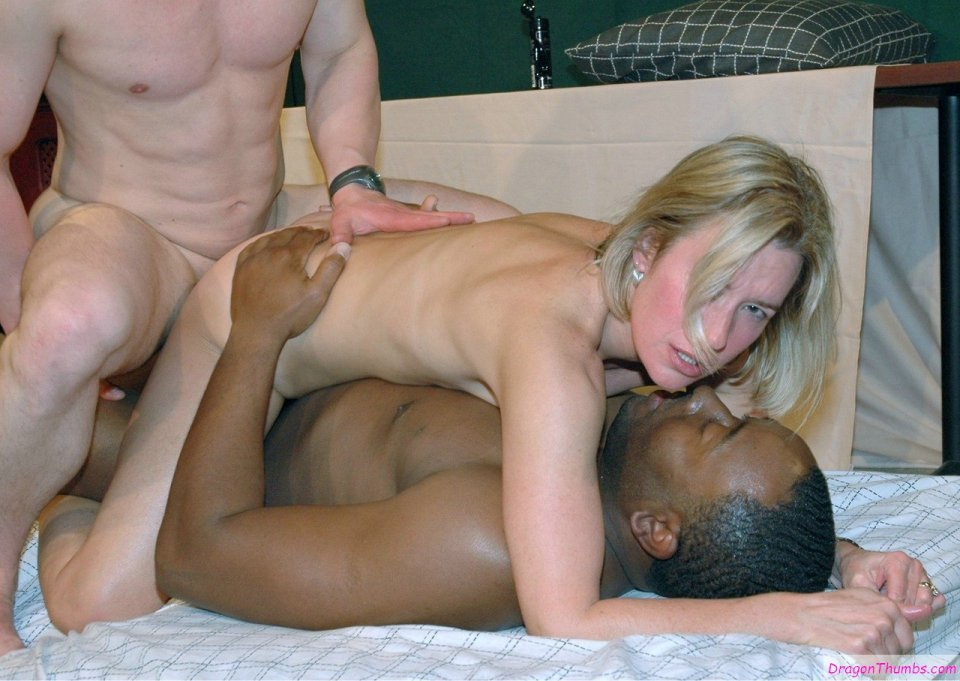 Young housewife's first taste of pussy
