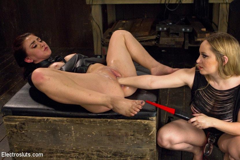 Pornsharia couple seduces girl