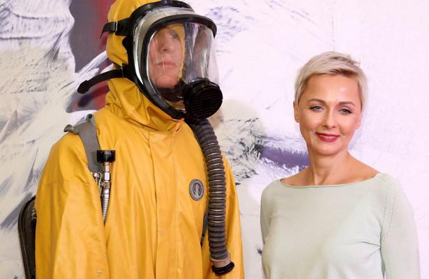 Тарасова появилась валом пальто, аПовереннова— врасклешенных джинсах: какпрошла премьера фильма «Кольская сверхглубокая»