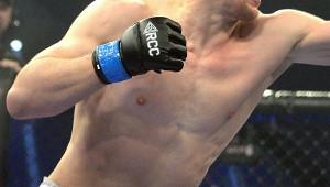 Боец MMAнокаутировал соперника ударом ногой вголову
