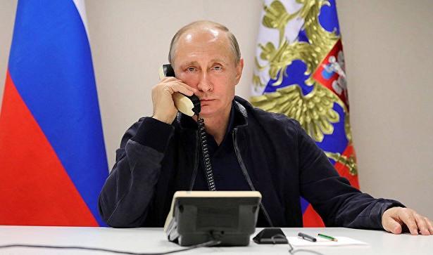 Путин иМеркель обсудили инициативу РФпомиротворцам