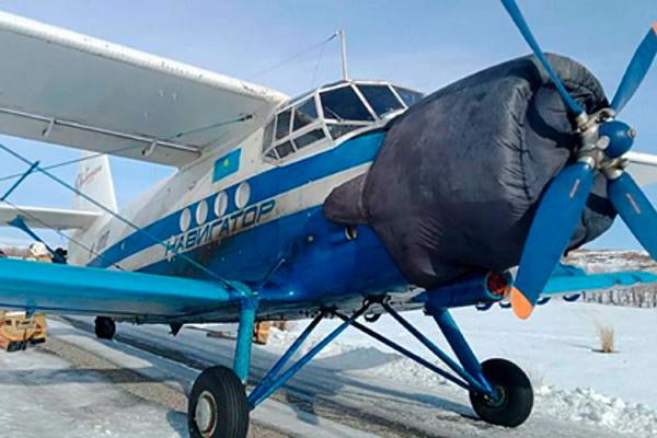 ВКазахстане самолет приземлился натрассу