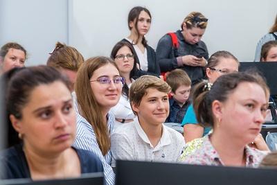 Преподаватели МГУбудут читать лекции политературе наВДНХ сосреды