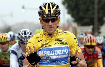 Армстронг разбил лицо после падения свелосипеда