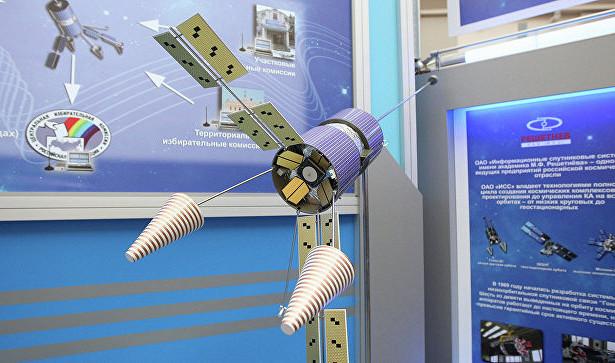 Медведеву представили систему персональной спутниковой связи «Гонец-Д1М»