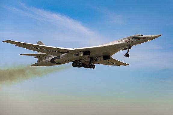 Difesa Online: полет российских ракетоносцев Ту-160надСеверной Европой стал сигналом США