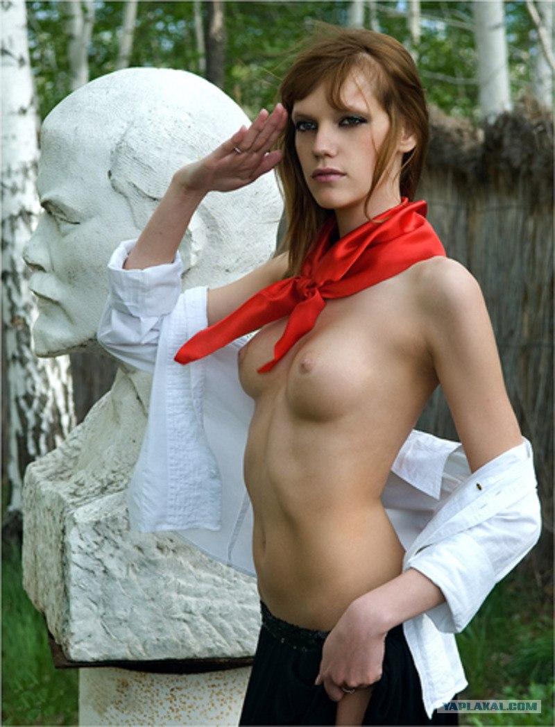 seks-foto-golie-pionerki-v-forme