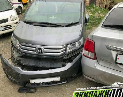 Пьяная ибезправ: автоледи перепутала педали иустроила «автопобоище»