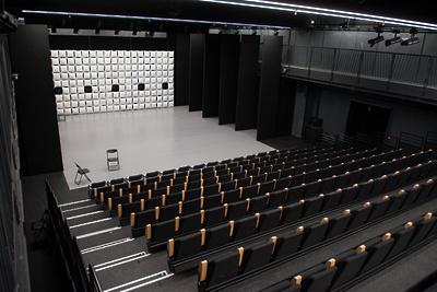 Минкультуры отреагировало наконфликт между театром Вахтангова иписателем Поляковым