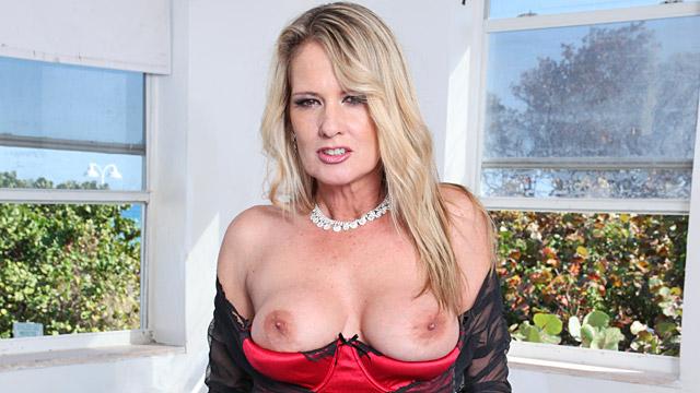 Sexty blond nude paris
