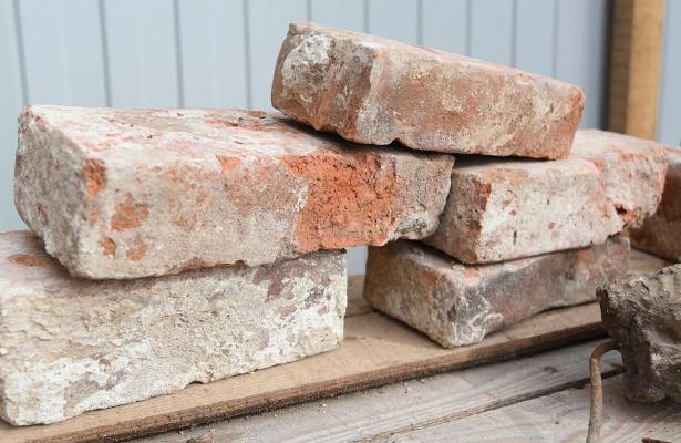 «Клейменые» кирпичи, заложенные пристроительстве Каменного моста вВологде, могут стать предметом длянаучных исследований