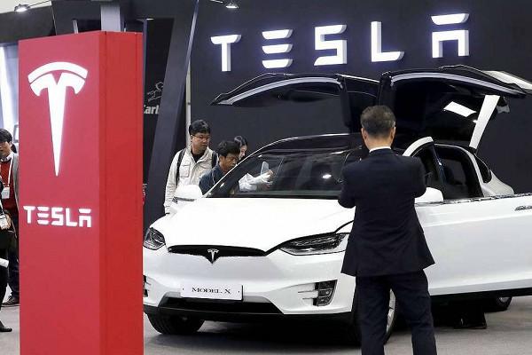 Tesla впервые зафиксировала прибыль по итогам целого года
