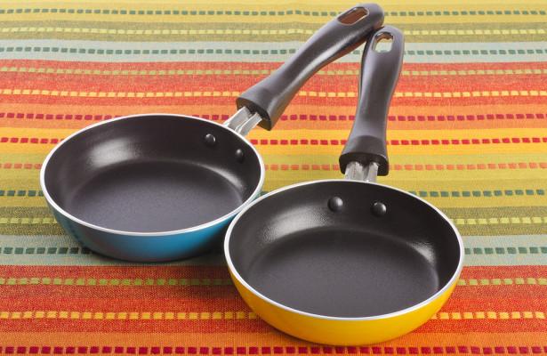 Почему нельзя мыть сковородку