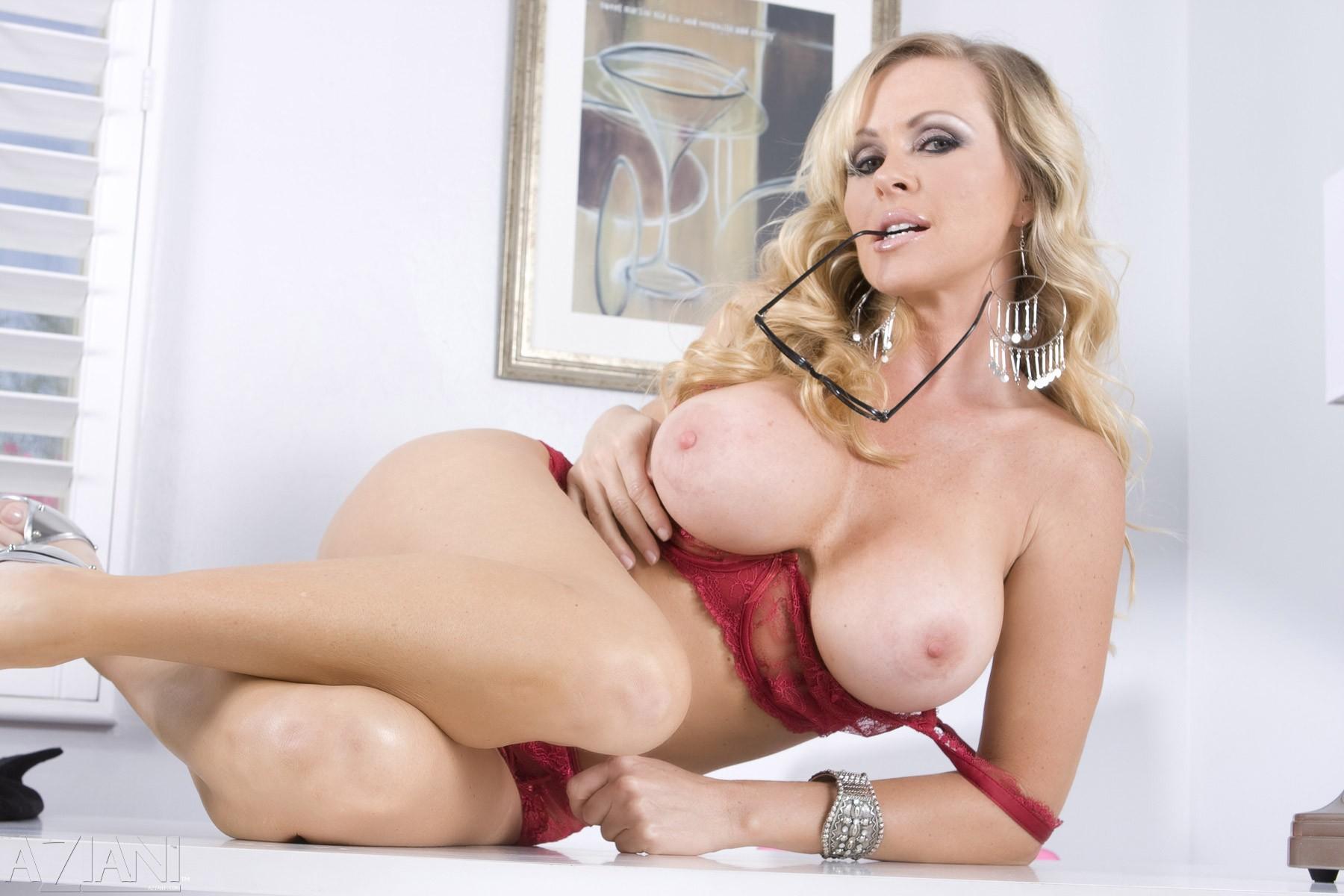 Порно актрисы со всего мира с фото фото 190-500