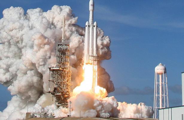 Джонатан Нолан снял клип овзлете Falcon Heavy
