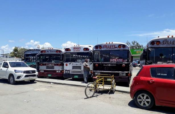 Пассажирский автобус рухнул вовраг вМексике