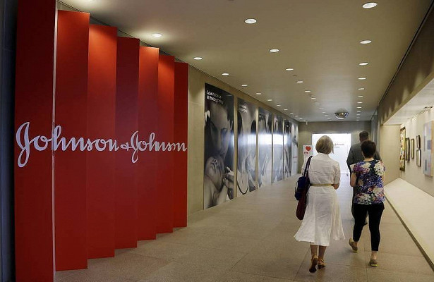 Johnson & Johnson остановила испытания вакцины отCOVID-19