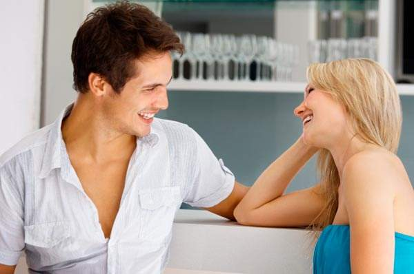 Женщина и юноша сайт знакомств