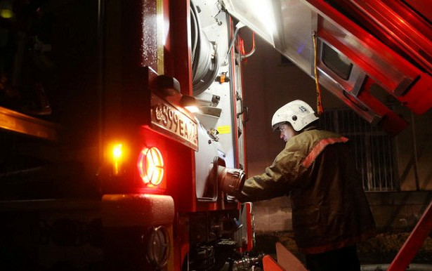 Ребенка вПетербурге выбросили изокна вовремя пожара